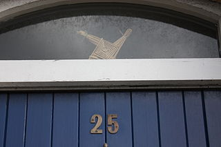 House number and St Brigids Cross By Ardfern (Own work) [CC-BY-SA-3.0, via Wikimedia Commons